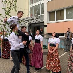 Sorbische Studierende Maibaumwerfen Jubiläum